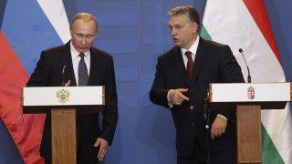 Budapest, 2017. február 2.Orbán Viktor miniszterelnök (j) és Vlagyimir Putyin orosz elnök sajtótájékoztatót tart tárgyalásuk után a Parlament Vadásztermében 2017. február 2-án.MTI Fotó: Szigetváry Zsolt