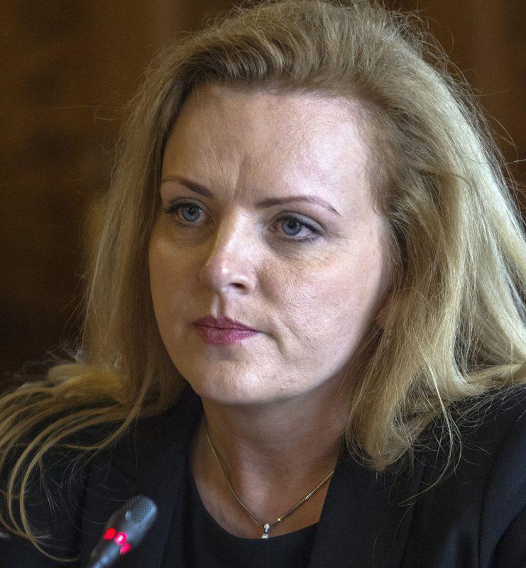Budapest, 2017. március 14.A Magyar Nemzeti Bank Monetáris Tanácsa tagjának jelölt Parragh Bianka az Országgyűlés gazdasági bizottságának ülésén tartott meghallgatásán 2017. március 14-én.MTI Fotó: Szigetváry Zsolt