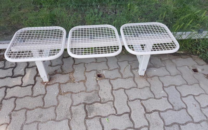 Rácsszerkezetes padokat építenek, pedig ezek már nem számítanak korszerűnek