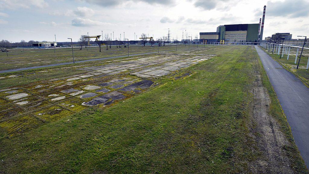 Paks, 2014. február 24.A Paks II. beruházás helyszíne, háttérben az atomerőmű 2014. február 24-én.MTI Fotó: Máthé Zoltán