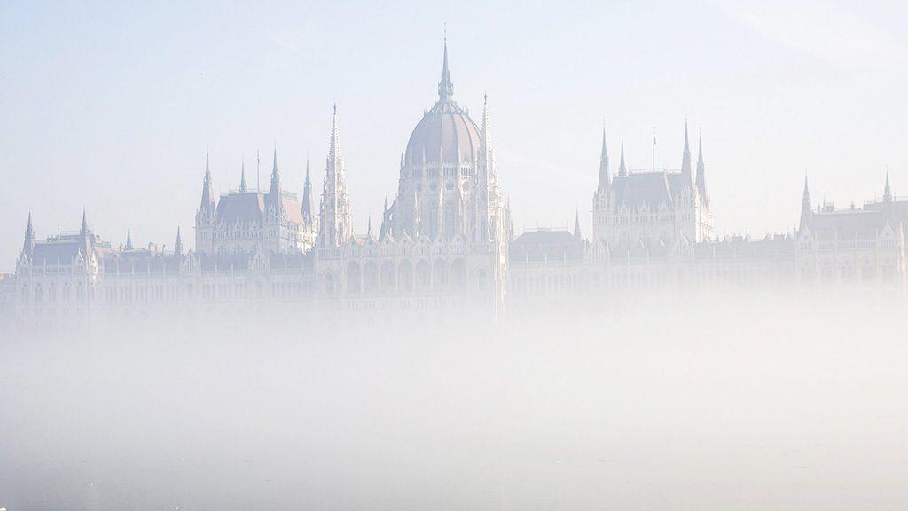 Budapest, 2017. február 3.A Parlament ködben 2017. február 3-án.MTI Fotó: Mohai Balázs
