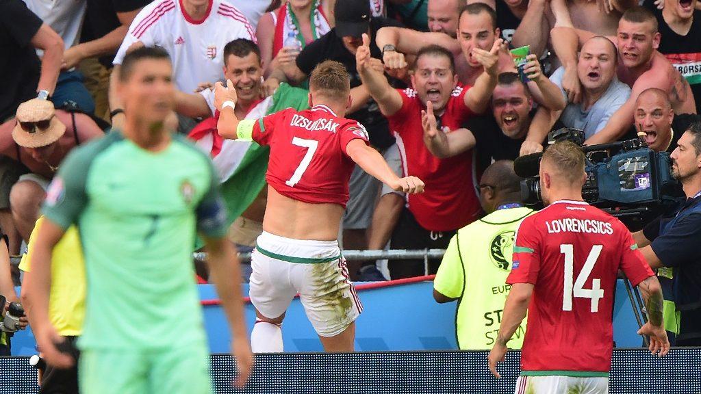 Hungary's midfielder Balazs Dzsudzsak (C) celebrates after scoring a goal during the Euro 2016 group F football match between Hungary and Portugal at the Parc Olympique Lyonnais stadium in Decines-Charpieu, near Lyon, on June 22, 2016. / AFP PHOTO / Attila KISBENEDEK