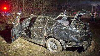 Vác, 2017. március 19. Összetört személygépkocsi Vác és Csörög között, miután lesodródott az útról az M2-es autóút felüljárója alatt 2017. március 19-én. A balesetben az autó vezetõje meghalt. MTI Fotó: Lakatos Péter