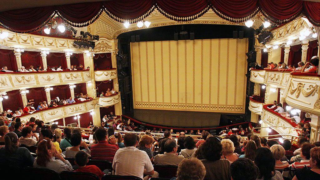 Budapest, 2008. szeptember 13.Megtelt érdeklődőkkel a színházterem a Vígszínház nyílt napján, amelyet idén az ötödik alkalommal rendeztek meg.MTI Fotó: Mohai Balázs
