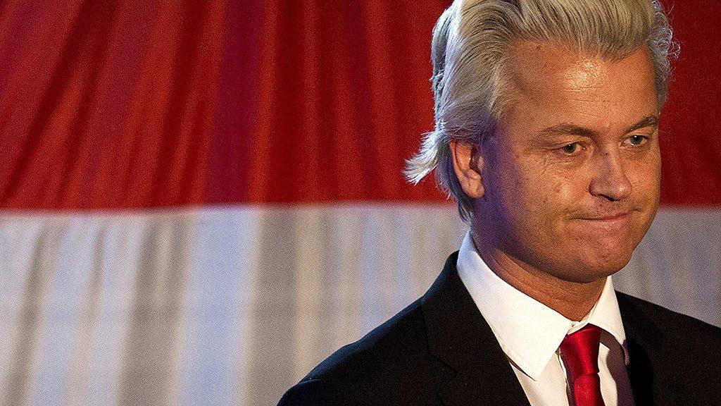 Amszterdam, 2012. szeptember 13.Geert Wilders, a szélsőjobboldali Szabadságpárt (PVV) vezetője Amszterdamban 2012. szeptember 12-én éjjel, az előrehozott parlamenti választások szavazatainak összeszámolása után. A Szabadságpárt lett a választások fő vesztese, az eddigi 24 helyett csak 14-15 mandátumhoz jutott. (MTI/EPA/Jerry Lampen)