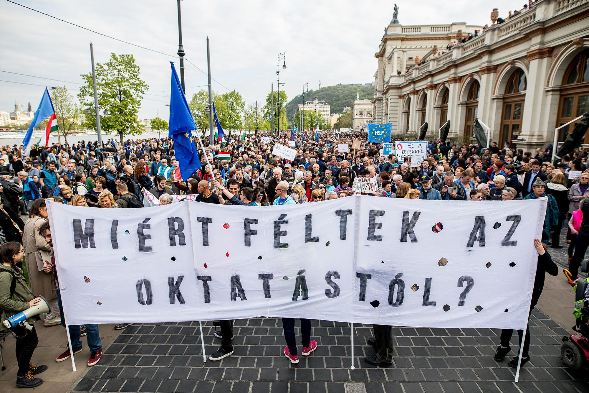 Tüntetés: A Langyos Sétától A Makacs ülősztrájkig