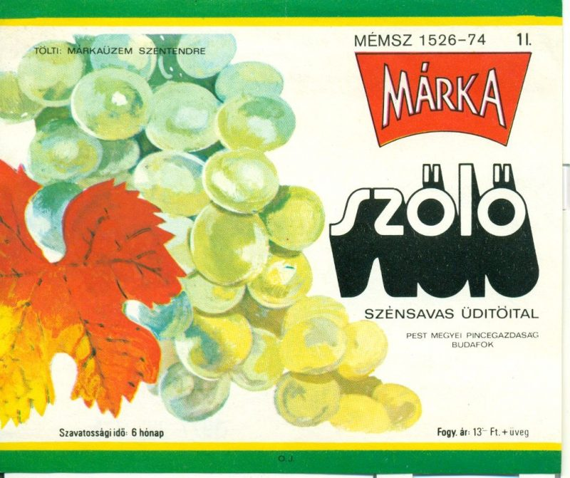 Zöld és sárga keretben, fehér alapon, bal oldalon egy fehér szőlőfürt, jobb oldalon pedig feliratok. Tölti: Márkaüzem Szentendre. 1973-ban a Borgazdasági Vállalatok Trösztje laboratóriumi kísérletek révén létre hozta a Márka üdítőitalt, aminek az első tagja a Márka szőlő volt.Ez volt az első olyan üdítő, amit teljes egészében magyarországi alapanyagból állítottak elő.