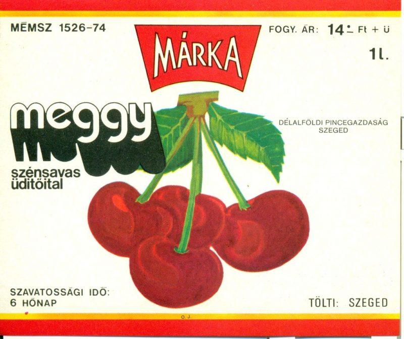 Piros és narancs színű keretben, középen meggy szemek, körülötte feliratok. 1973-ban a Borgazdasági Vállalatok Trösztje laboratóriumi kísérletek révén létre hozta a Márka üdítőitalt, aminek az első tagja a Márka szőlő volt.Ez volt az első olyan üdítő, amit teljes egészében magyarországi alapanyagból állítottak elő.