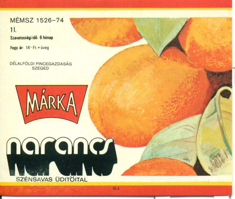 Piros és sárga keretben narancsok, bal oldalon feliratok. 1973-ban a Borgazdasági Vállalatok Trösztje laboratóriumi kísérletek révén létre hozta a Márka üdítőitalt, aminek az első tagja a Márka szőlő volt.Ez volt az első olyan üdítő, amit teljes egészében magyarországi alapanyagból állítottak elő.