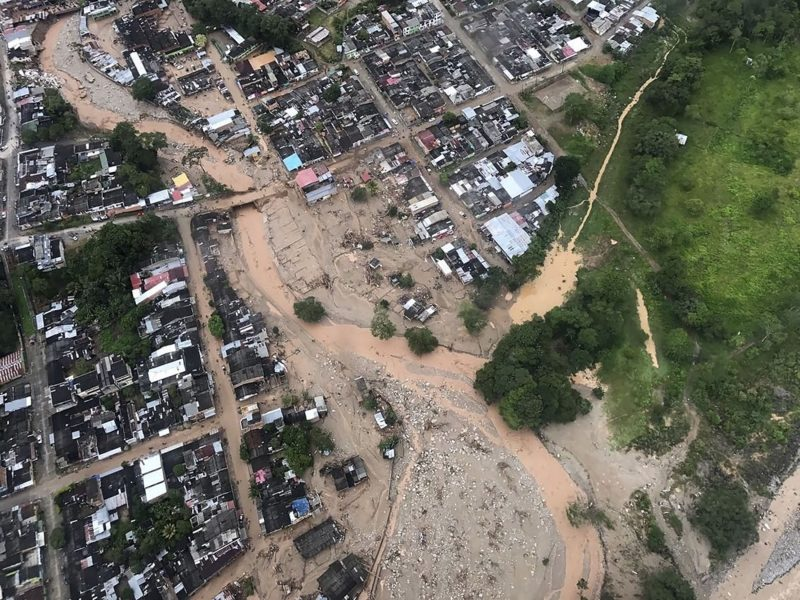 Handout picture released by the Colombian Presidential press office showing an aerial view of mudslides caused heavy rains, in Mocoa, Putumayo department, on April 1, 2017.  Mudslides in southern Colombia -caused by the rise of the Mocoa River and three tributaries- have claimed at least 16 lives and injured some 65 people following recent torrential rains, the authorities said.   / AFP PHOTO / PRESIDENCIA COLOMBIA / Cesar CARRION / RESTRICTED TO EDITORIAL USE - MANDATORY CREDIT AFP PHOTO /  PRESIDENCIA COLOMBIA - NO MARKETING - NO ADVERTISING CAMPAIGNS - DISTRIBUTED AS A SERVICE TO CLIENTS