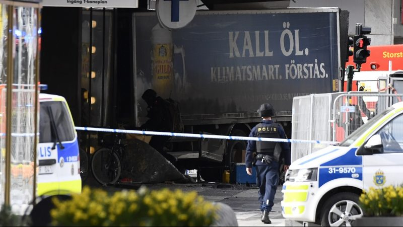 Police cordons the truck which crashed into the Ahlens department store at Drottninggatan in central Stockholm, April 7, 2017.  / AFP PHOTO / Jonathan NACKSTRAND