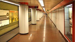 Budapest, 2011. április 7. A fõváros tömegközlekedésében kulcsszerepet játszó metró kettes számú vonalának Kossuth téri, pár éve felújított mélyállomása. MTI/Bizományosi: Jászai Csaba  *************************** Kedves Felhasználó! Az Ön által most kiválasztott fénykép nem képezi az MTI fotókiadásának és archívumának szerves részét. A kép tartalmáért és a szövegért a fotó készítõje vállalja a felelõsséget.