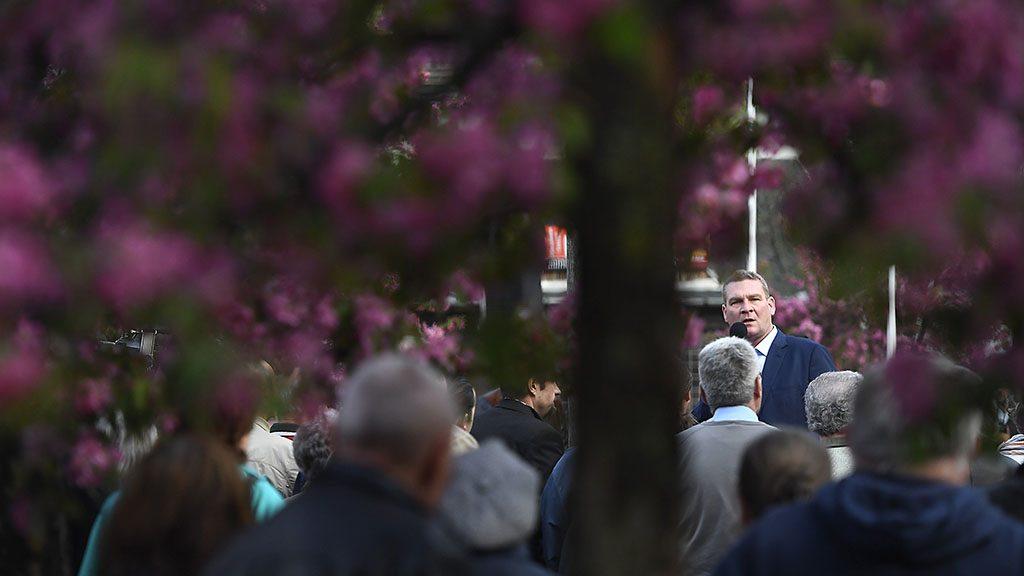 Budapest, 2017. április 5.Botka László, az MSZP miniszterelnök-jelöltje beszél a Tegyünk igazságot! Fizessenek a gazdagok! címmel tartott utcafórumon a XVIII. kerületi Havanna lakótelepen 2017. április 5-én.MTI Fotó: Kovács Tamás