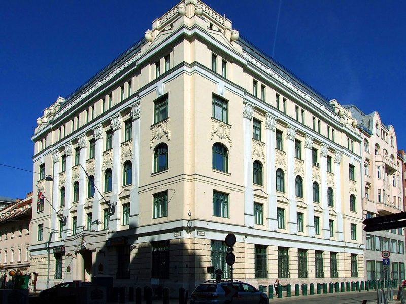 Budapest, 2012. május 23.Nagy-Britannia (Egyesült Királyság) magyarországi nagykövetségének épülete a főváros V. kerületében, a Harmincad utcában.MTVA/Bizományosi: Jászai Csaba ***************************Kedves Felhasználó!Az Ön által most kiválasztott fénykép nem képezi az MTI fotókiadásának, valamint az MTVA fotóarchívumának szerves részét. A kép tartalmáért és a szövegért a fotó készítője vállalja a felelősséget.