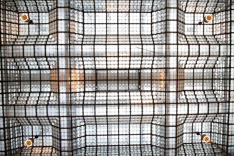Budapest, 2012. szeptember 15.A kulturális örökség napjai programsorozat alkalmából megtekinthető a budapesti brit nagykövetség kazettás szerkezetű üvegteteje 2012. szeptember 15-én.MTI Fotó: Kallos Bea