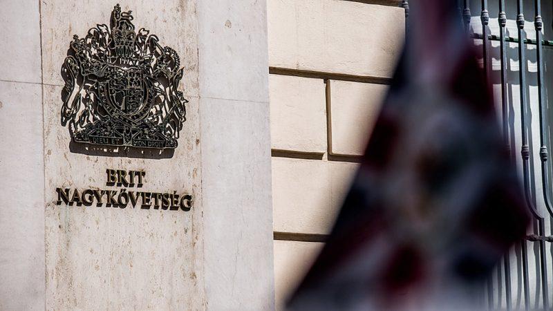 Budapest, 2016. június 24.Nagy-Britannia budapesti nagykövetsége 2016. június 24-én, a brit népszavazás másnapján. A brit szavazók 52 százaléka szavazott a kilépésre, 48 százaléka a bennmaradásra.MTI Fotó: Balogh Zoltán