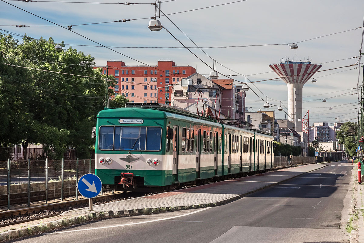 Budapest, 2016. június 18.A BKK-BKV H7-es HÉV-vonalán (csepeli HÉV) közlekedő MXA típusú szerelvény várakozik a főváros XXI. kerületében a II. Rákóczi Ferenc utcában, a Karácsony Sándor utcai HÉV megállóban. A háttérben az 1980-84 között épült, 3000 köbméteres és 70 méter magas csepeli víztorony látható.MTVA/Bizományosi: Faludi Imre ***************************Kedves Felhasználó!Ez a fotó nem a Duna Médiaszolgáltató Zrt./MTI által készített és kiadott fényképfelvétel, így harmadik személy által támasztott bárminemű – különösen szerzői jogi, szomszédos jogi és személyiségi jogi – igényért a fotó készítője közvetlenül maga áll helyt, az MTVA felelőssége e körben kizárt.