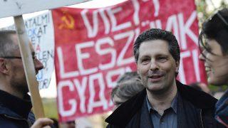 Budapest, 2017. április 24.Schiffer András ügyvéd, a Lehet Más a Politika korábbi társelnöke az Állítsuk meg Moszkvát! címmel meghirdetett tüntetésen a budapesti orosz nagykövetség közelében 2017. április 24-én.MTI Fotó: Kovács Tamás
