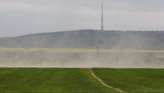 Magyarszerdahely, 2017. április 19. Homokvihar a Zala megyei Magyarszerdahely közelében 2017. április 19-én. MTI Fotó: Varga György