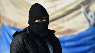 Horgos, 2017. január 20. A szerb-magyar határnál, Horgos közelében sátorozó migránsok egyike 2017. január 20-án. Megközelítõleg 20 migráns férfi várja a határ szerbiai oldalán, hogy az Európai Unió nyugati államaiba eljusson Magyarországon keresztül. MTI Fotó: Molnár Edvárd