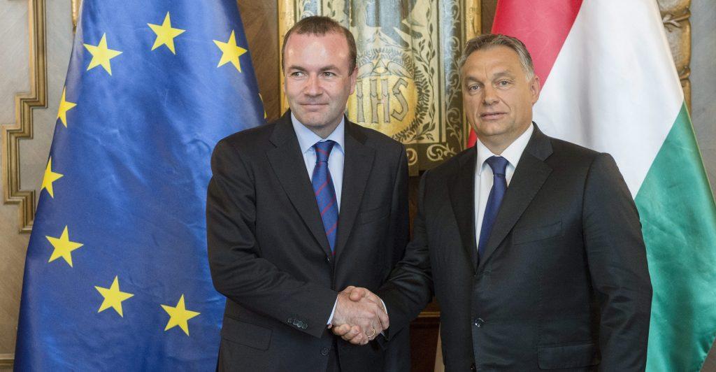 Budapest, 2015. szeptember 11. Orbán Viktor miniszterelnök (j) fogadja Manfred Webert, az Európai Néppárt frakcióvezetõjét az Országházban 2015. szeptember 11-én. MTI Fotó: Koszticsák Szilárd
