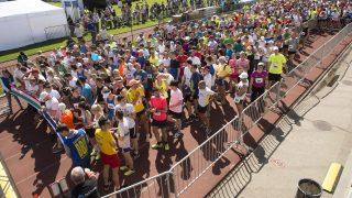 Budapest, 2016. május 8. A 12 kilométeres futás résztvevõi az Európa-nap és Magyarország uniós csatlakozásának 12. évfordulója alkalmából rendezett fesztiválon a Margitszigeti Atlétikai Centrumban 2016. május 8-án. MTI Fotó: Koszticsák Szilárd