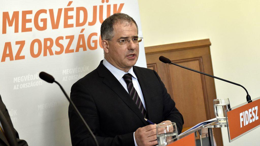 Budapest, 2017. április 4. Kósa Lajos, a Fidesz frakcióvezetõje Frakcióinfó címmel tartott sajtótájékoztatón a Parlamentben 2017. április 4-én. MTI Fotó: Máthé Zoltán