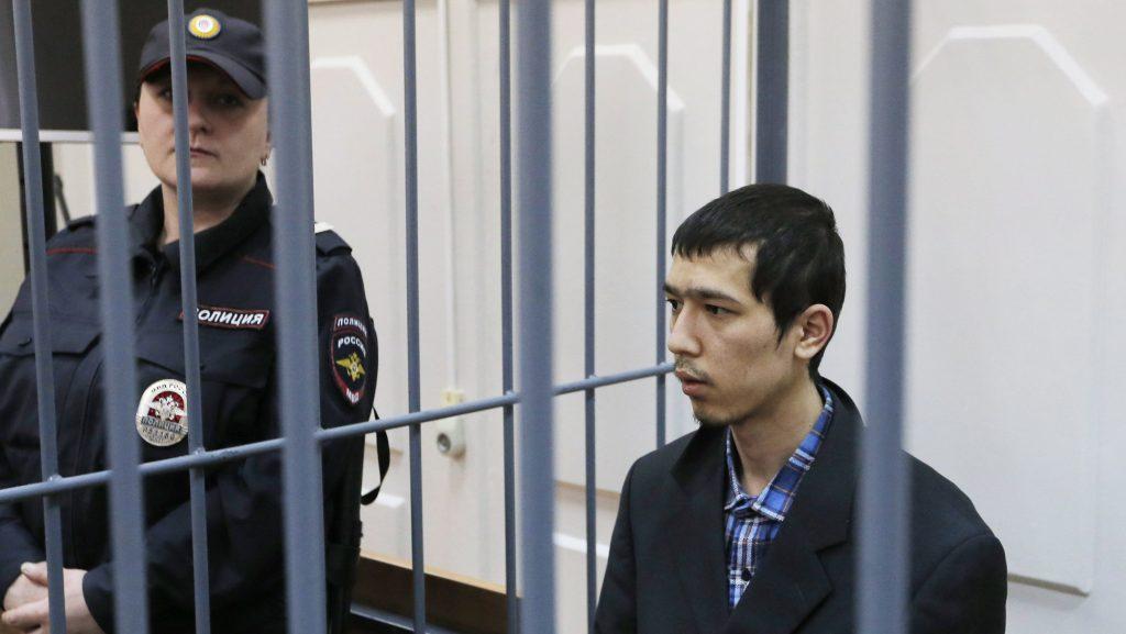Moszkva, 2017. április 18. Abror Azimov, a szentpétervári metróban elkövetett terrortámadás egyik feltételezett szervezõje a rácsok  mögött a moszkvai Baszmannij kerületi bíróságon 2017. április 18-án. A szentpétervári metróban április 3-án elkövetett pokolgépes merénylet következtében tizennégy ember életét vesztette, több mint ötvenen megsérültek. (MTI/EPA/Makszim Sipenkov)