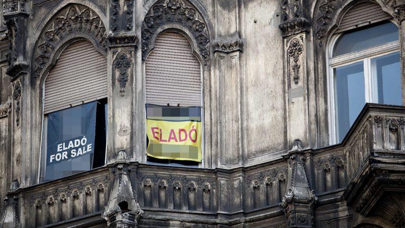 Budapest, 2012. január 28.Eladó ingatlan az V. kerületben. Már küldik az értesítést a bedőlt lakáshiteleseknek arról, hogy kinek az ingatlanát veszi meg a banktól az állam, márciusban pedig már lakásokat vásárolhat a Nemzeti Eszközkezelő.MTI Fotó: Mohai Balázs