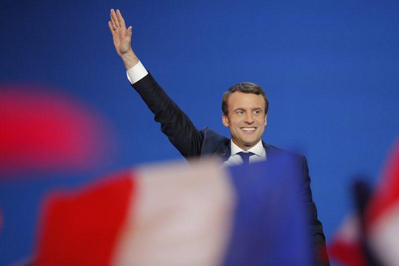 Párizs, 2017. április 23.Emmanuel Macron független jelölt Párizsban 2017. április 23-án, miután bejutott a francia elnökválasztás második fordulójába. (MTI/AP/Christophe Ena)
