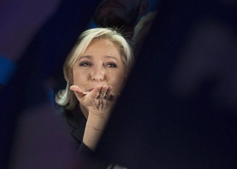 Henin-Beaumont, 2017. április 23.Marine Le Pen, a Nemzeti Front jelöltje Henin-Beaumont-ban 2017. április 23-án, miután bejutott a francia elnökválasztás második fordulójába. (MTI/EPA/Olivier Hoslet)