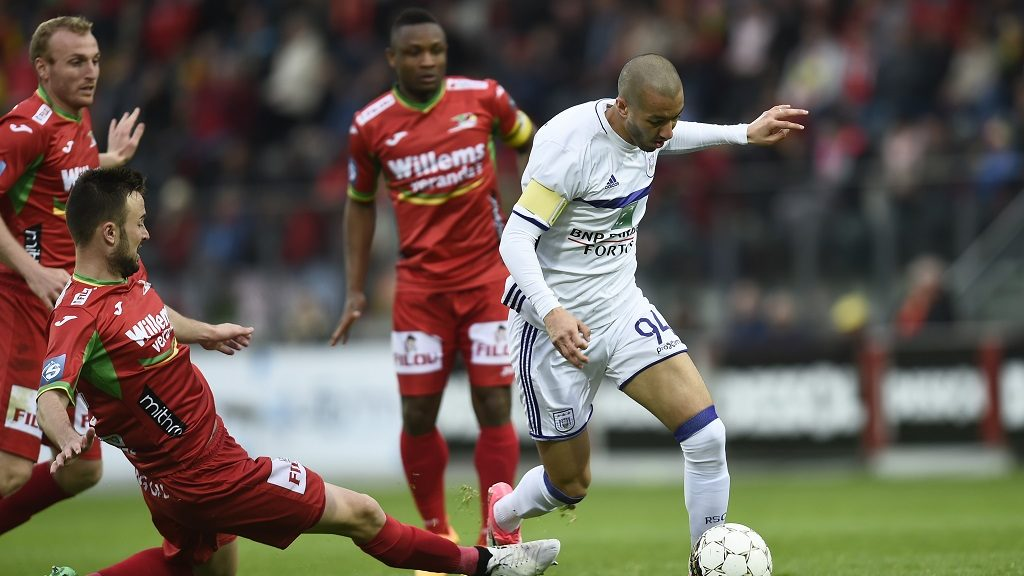Anderlecht's Sofiane Hanni controls the ball during the Jupiler Pro League match between KV Oostende and RSC Anderlecht, in Oostende, Sunday 16 April 2017, on day 3 (out of 10) of the Play-off 1 of the Belgian soccer championship. BELGA PHOTO JOHN THYS