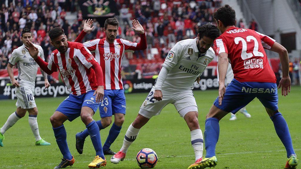 "Francisco Roman ""Isco"" midfielder of Real Madrid (22) controls the ball during the La Liga Santander match between Sporting de Gijon and Real Madrid at Molinon Stadium on April 15, 2017 in Gijon, Spain. (Photo by Jose Manuel Alvarez Rey/NurPhoto)"