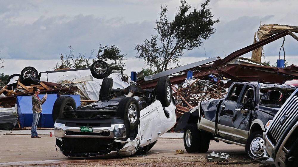Canton, 2017. április 30. A pusztítás nyomai a Texas állambeli Canton környékén pusztított tornádó elvonulása után 2017. április 30-án. A viharban legkevesebb öt ember életét vesztette. (MTI/EPA/Larry W. Smith)