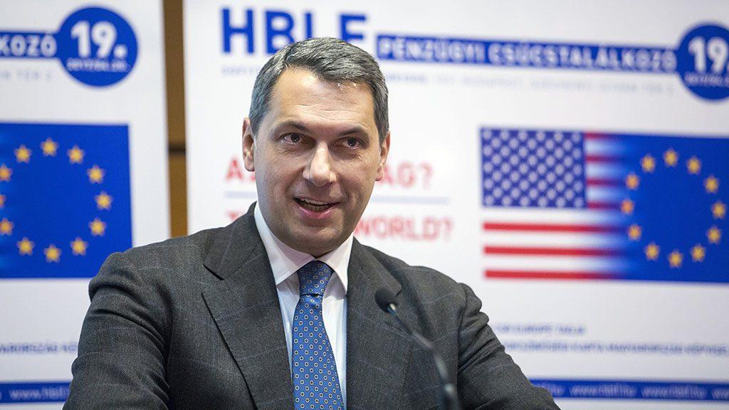 Budapest, 2017. április 20.Lázár János, a Miniszterelnökséget vezető miniszter beszédet mond a Hungarian Business Leaders Forum (HBLF) által rendezett XIX. Pénzügyi csúcstalálkozón a Sofitel Budapest szállodában 2017. április 20-án.MTI Fotó: Mohai Balázs