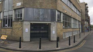 London, 2017. április 17. A Mangle nevû szórakozóhely a kelet-londoni Hackney városrészben 2017. április 17-én. A bárban egy elkövetõ savat öntött a vele konfliktusba keveredett vendégekre egy elfajult vita után. Tizenkét embert kórházba szállítottak, egyikük sincs életveszélyben. (MTI/AP/PA/Jack Hardy)