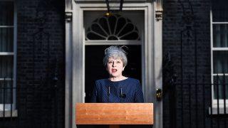 London, 2017. április 18.Theresa May brit miniszterelnök a londoni kormányfői rezidencia, a Downing Street 10. előtt 2017. április 18-án bejelenti, hogy június 8-án előrehozott választásokat tartanak Nagy-Britanniában. (MTI/EPA/Andy Rain)