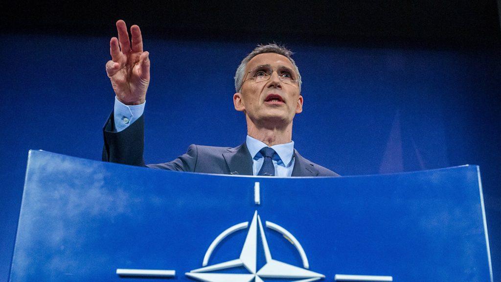 Brüsszel, 2017. március 31.Jens Stoltenberg NATO-főtitkár a NATO-tagállamok külügyminisztereinek egynapos tanácskozását lezáró sajtótájékoztatón a szervezet brüsszeli székházában 2017. március 31-én. A tagállamok külügyminiszterei a védelmi kiadások növeléséről és a terrorizmus elleni küzdelemről tárgyaltak. (MTI/EPA/Stephanie Lecocq)
