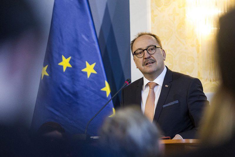 Budapest, 2017. március 23.Németh Zsolt, az Országgyűlés külügyi bizottságának elnöke az Európai Unió: az első 60 év után című nemzetközi konferencián, amelyet a Római Szerződés aláírásának 60. évfordulója alkalmából tartottak a Külgazdasági és Külügyminisztériumban 2017. március 23-án.MTI Fotó: Szigetváry Zsolt