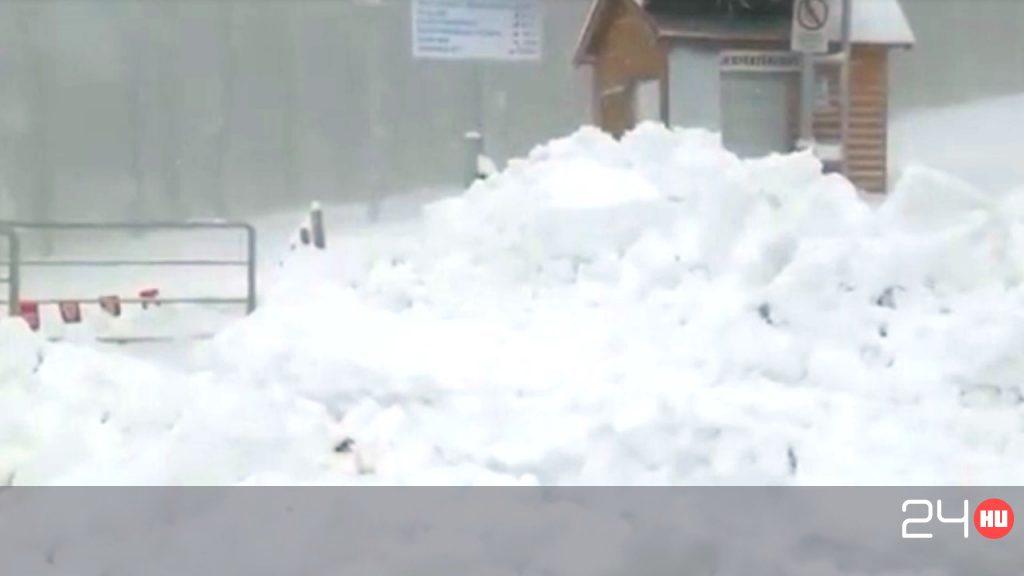 Majdnem félméteres a hó a Kékesen