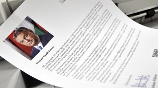 Budapest, 2015. május 5.Nyomtatják a bevándorlásról szóló nemzeti konzultáció kérdőíveit a Közigazgatási és Elektronikus Közszolgáltatások Központi Hivatalában (KEKKH), Budapesten 2015. május 5-én. A KEKKH, a közlönykiadó és a Magyar Posta együtt hivatott arra, hogy a több mint nyolcmillió küldeményt eljuttassa a választókhoz.MTI Fotó: Kovács Attila
