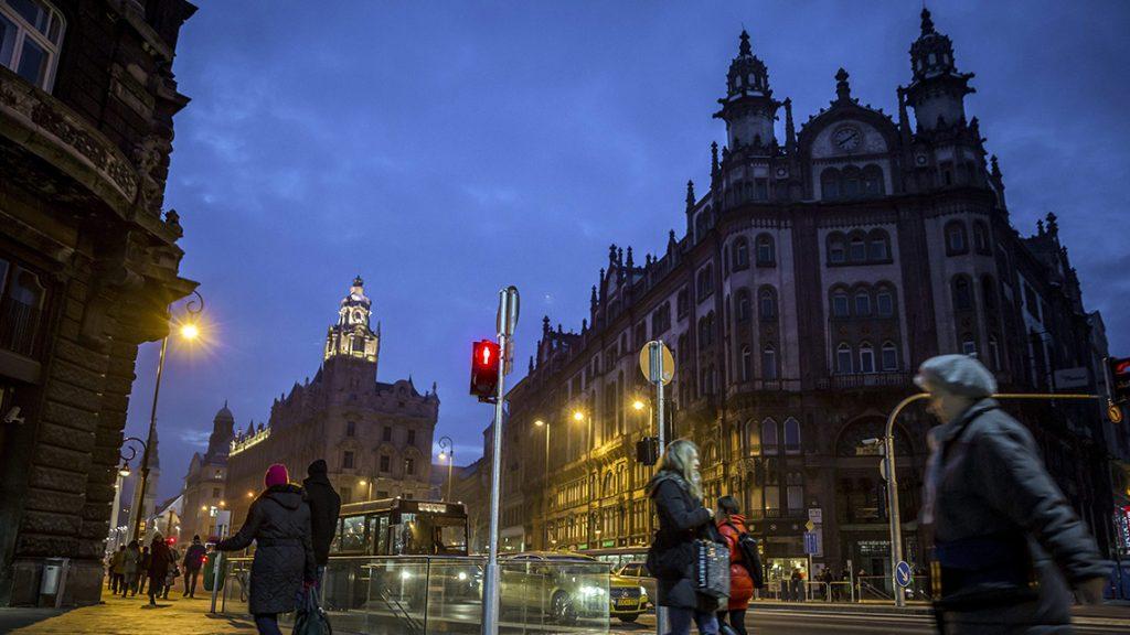 Budapest, 2014. január 30.A felújított Ferenciek tere 2014. január 30-án. A tér átalakítása után újra teljes hosszában járható az V. kerületi Petőfi Sándor utca.MTI Fotó: Mohai Balázs