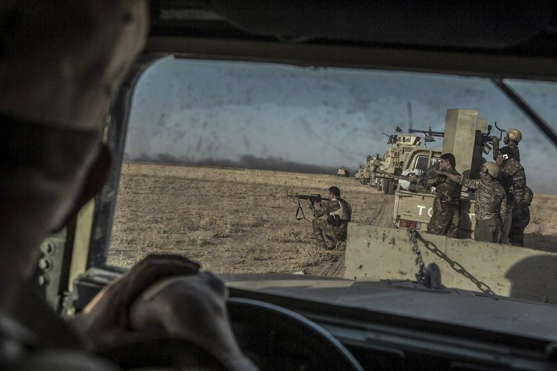 Moszul, 2016. augusztus 15.Pesmerga, azaz iraki kurd harcosok lövik az Iszlám Állam (IÁ) dzsihadista terrorszervezet állásait az észak-iraki Moszul környékén 2016. augusztus 14-én. A pesmerga erők a nemzetközi koalíció repülőgépeinek támogatásával nyár elején szárazföldi offenzívát kezdtek, hogy a Moszultól keletre található al-hazíri régió falvait visszaszerezzék a dzsihadistáktól. (MTI/EPA/Andrea Dicenzo)
