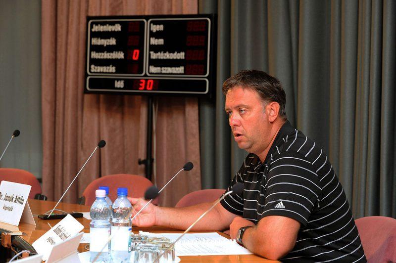 Dombóvár, 2012. augusztus 23.Szabó Loránd független polgármester részt vesz a dombóvári önkormányzat képviselő-testületének ülésén a városházán 2012. augusztus 23-án.MTI Fotó: Kálmándy Ferenc