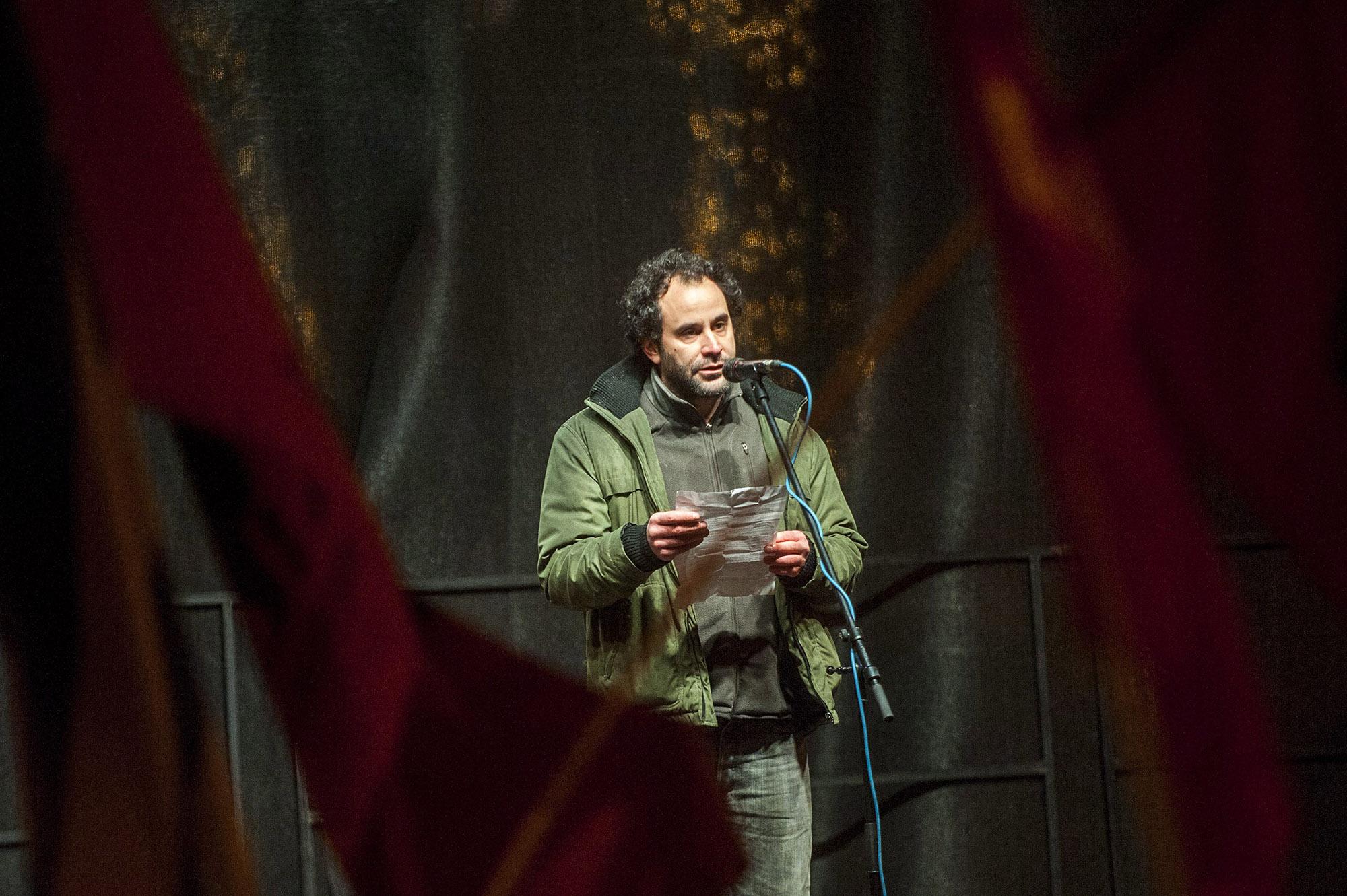 Budapest, 2015. január 2.Várady Zsolt, a MostMi társadalmi kezdeményezés egyik elindítója, az egykori iWiW közösségi weboldal alapítója a Facebookon MostMi! - Új országot építünk! mottóval, a közállapotok megváltoztatásáért meghirdetett demonstráción a Magyar Állami Operaház épülete előtt a fővárosi Andrássy úton 2015. január 2-án. A demonstrációt a három évvel ezelőtti tüntetés évfordulója alkalmából szervezték az operaház elé.MTI Fotó: Marjai János