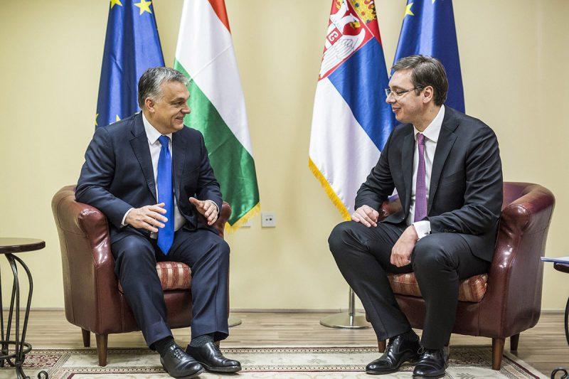Nis, 2016. november 21.A Miniszterelnöki Sajtóiroda által közreadott képen Orbán Viktor miniszterelnök (b) és Aleksandar Vucic szerb miniszterelnök négyszemközti megbeszélése Nisben, a Tiszti Klub épületében 2016. november 21-én. A magyar kormányfő a szerb-magyar csúcstalálkozóra érkezett a dél-szerbiai városba.MTI Fotó: Miniszterelnöki Sajtóiroda / Szecsődi Balázs