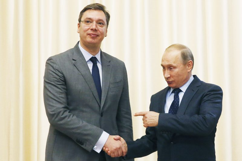 Russian President Vladimir Putin (R) welcomes Serbian Prime Minister Aleksandar Vucic during a meeting at the Novo-Ogaryovo residence outside Moscow on October 29, 2015. AFP PHOTO / POOL / SERGEI CHIRIKOV / AFP PHOTO / POOL / SERGEI CHIRIKOV