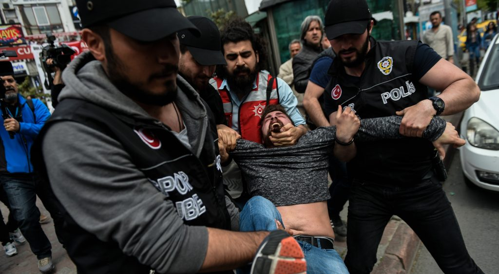 kish riot police arrest a protester attempting to defy a ban and march on Taksim Square to celebrate May Day in Istanbul, on May 1, 2017.  / AFP PHOTO / YASIN AKGUL
