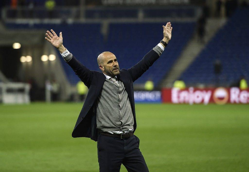 Ajax' Dutch head coach Peter Bosz celebrates with supporters after winning the UEFA Europa League semi-final football match between Olympique Lyonnais (OL) against  Ajax Amsterdam, on May 11, 2017 at the Parc Olympique Lyonnais stadium in Décines-Charpieu near Lyon, southeastern France.  / AFP PHOTO / PHILIPPE DESMAZES