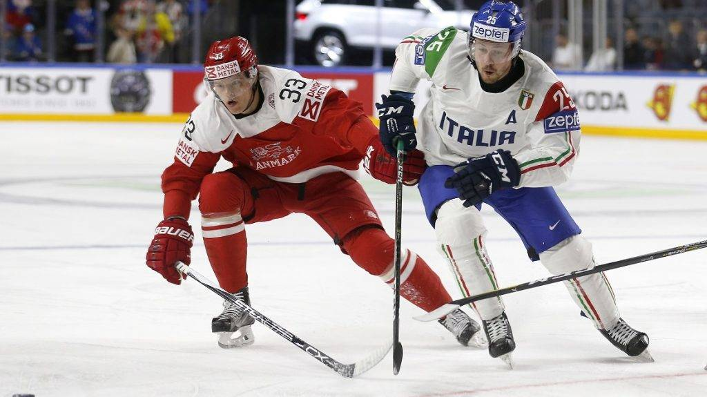 Denmark´s Julian Jakobsen and Italy´s Stefano Marchetti (R) vie during the IIHF Men's World Championship ice hockey match between Denmark and Italy in Cologne, western Germany, on May 15, 2017. / AFP PHOTO / Ina FASSBENDER